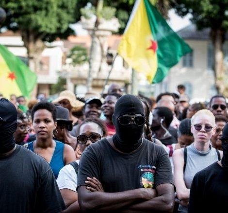Lagwiyann lévé ::: Zapping ::: Les 500 frères rendent visite au commissaire Terry